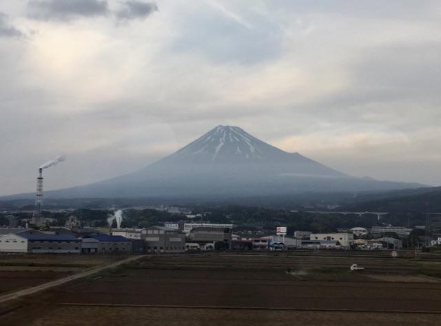 薄曇りの富士