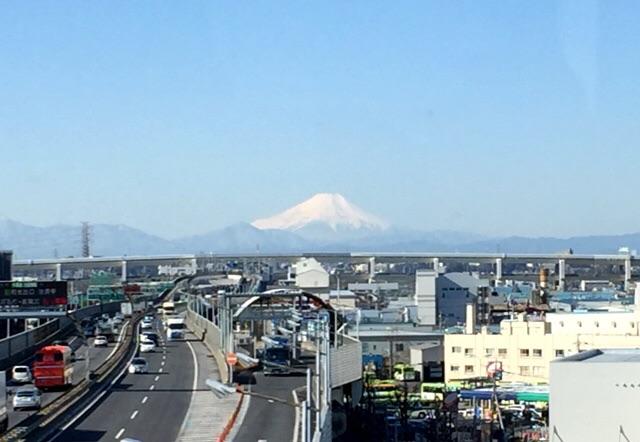 関越ごしの富士山